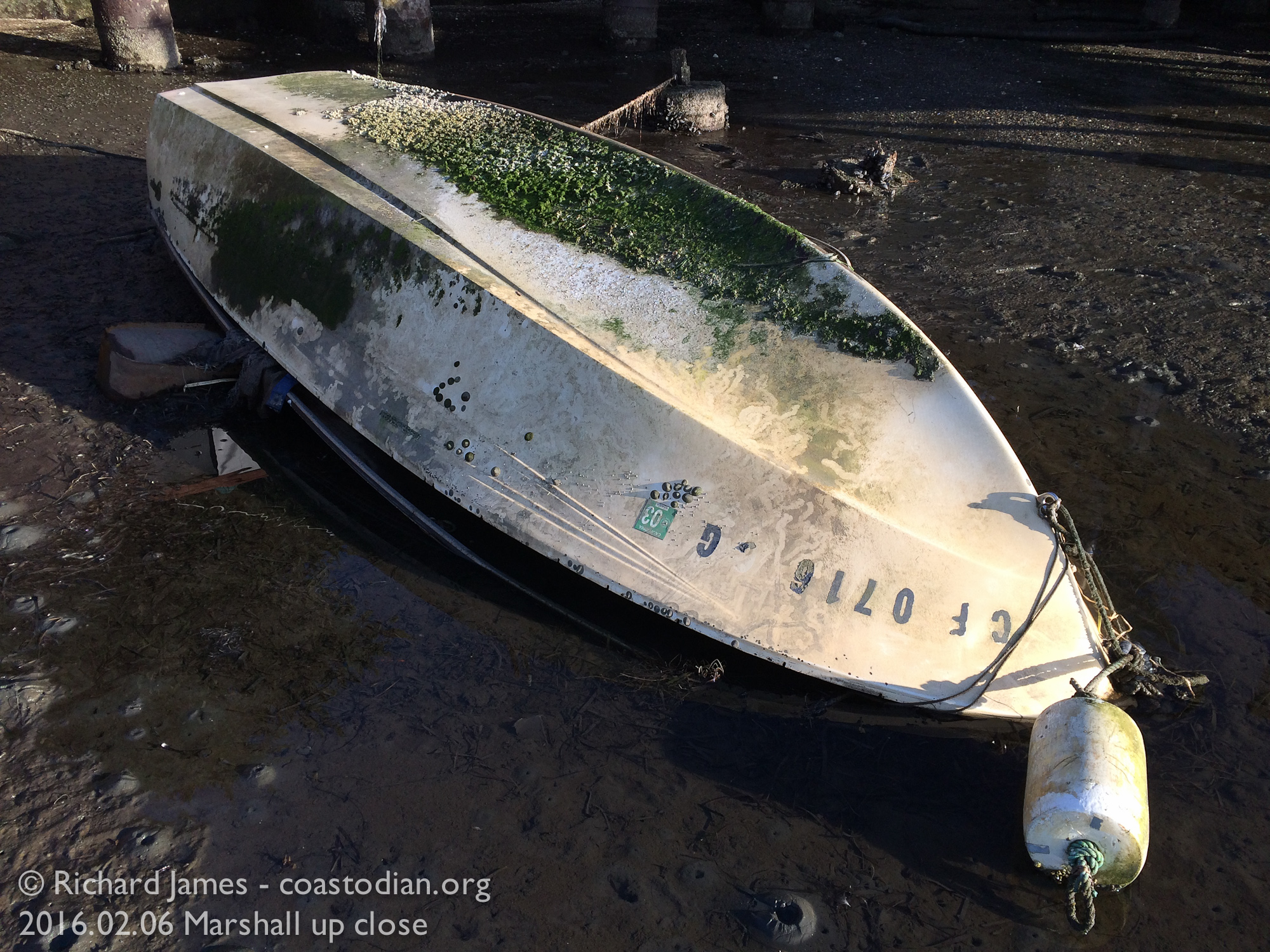 Capsized boat ©Richard James - coastodian.org